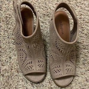 Indigo tan sandals size 6